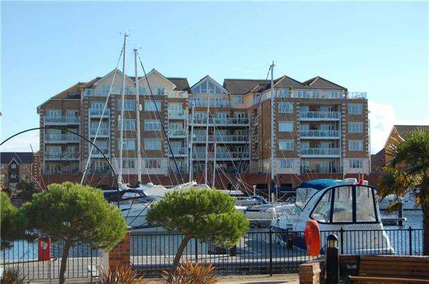 2 Bedrooms Flat for sale in Pacific Heights South, 16 Golden Gate Way, EASTBOURNE, East Sussex, BN23 5PU