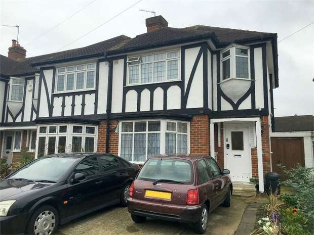 3 Bedrooms Semi Detached House for sale in Cranmer Close, Morden