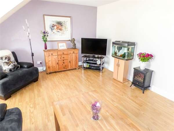 2 Bedrooms Flat for sale in West Port, Arbroath, Angus