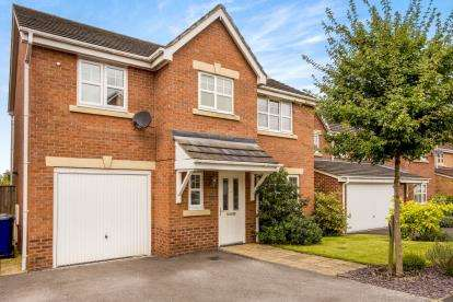 4 Bedrooms Detached House for sale in Parish Gardens, Leyland