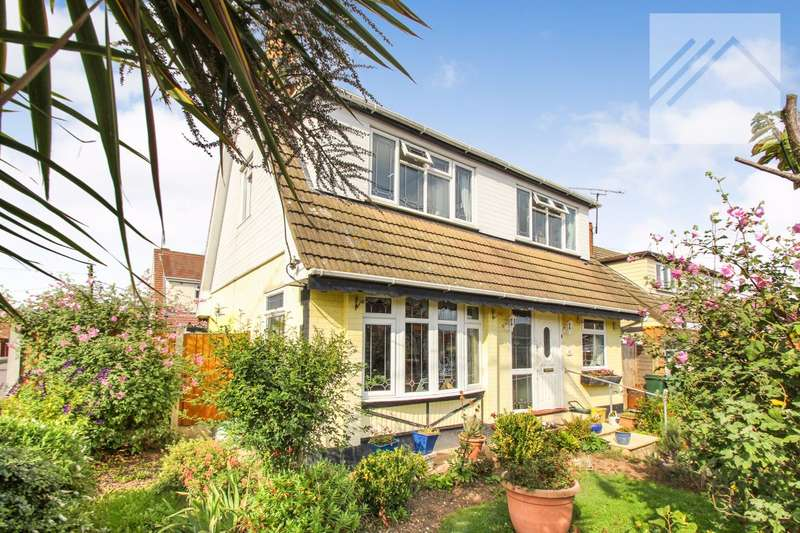 3 Bedrooms Detached House for sale in Letzen Road, Canvey Island - CLOSE TO TOWN