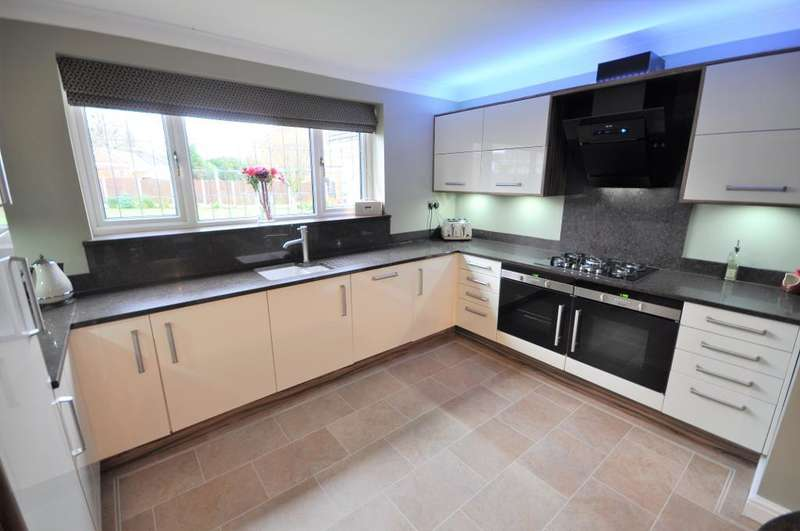 4 Bedrooms Detached House for sale in Hedge Row, Wrea Green, Preston, Lancashire, PR4 2PP