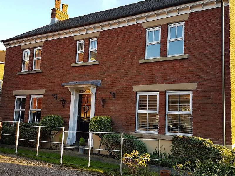 5 Bedrooms Detached House for sale in Bower Gardens, Stalybridge, Greater Manchester, SK15 2UY
