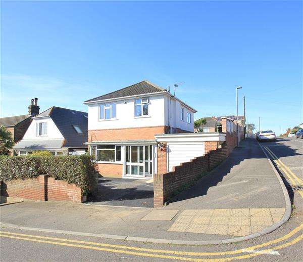 4 Bedrooms Detached House for sale in Albert Road, Poole