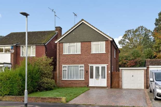 3 Bedrooms Detached House for sale in Butler Road, CROWTHORNE, Berkshire