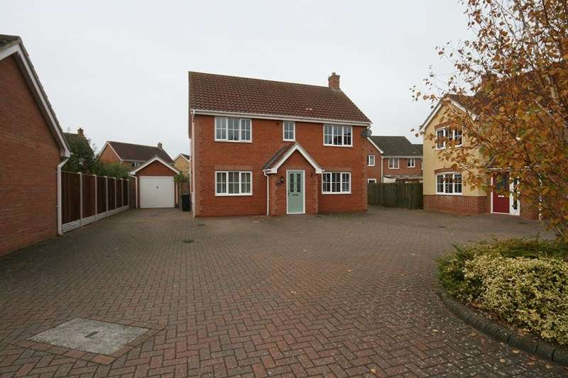 4 Bedrooms Detached House for sale in Balmoral Close, Attleborough