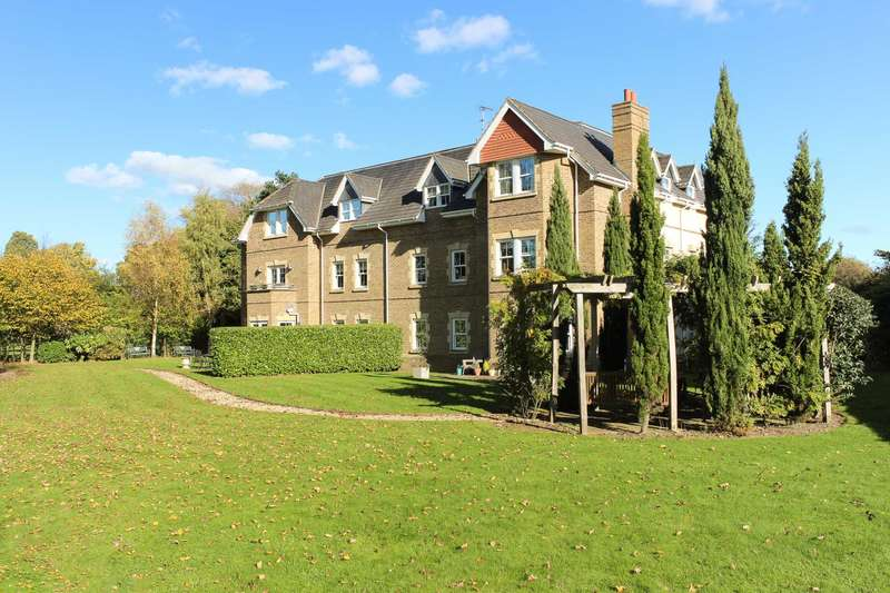 2 Bedrooms Apartment Flat for sale in More Lane, Esher 2 Bedroom Apartment