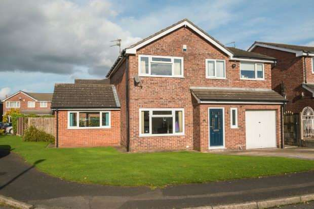 4 Bedrooms Detached House for sale in Downham Chase, Timperley
