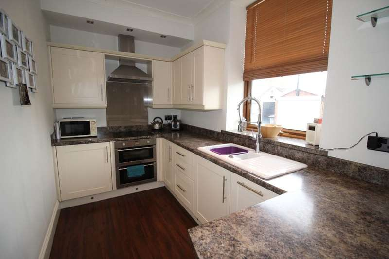 3 Bedrooms Terraced House for sale in Long Lane, Earlsheaton, Dewsbury, WF12