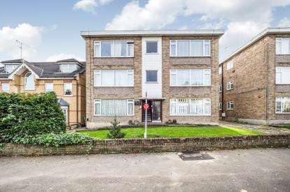 1 Bedroom Flat for sale in Derby Road, South Woodford, London