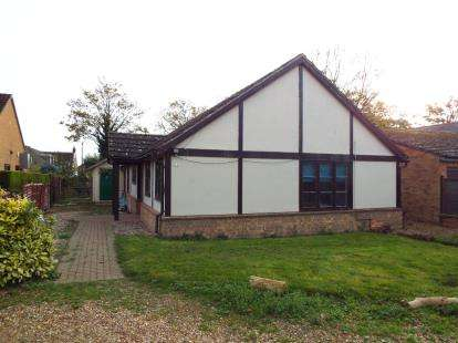 3 Bedrooms Bungalow for sale in Stretham, Ely, Cambridgeshire