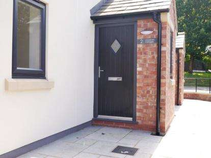 3 Bedrooms Terraced House for sale in Crown Inn Cottages, Fingerpost Lane, Norley, Cheshire