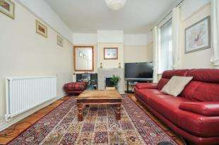3 Bedrooms Terraced House for sale in Adolf Street, London