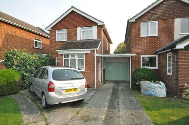 3 Bedrooms Link Detached House for sale in Kendall Avenue Shinfield Reading