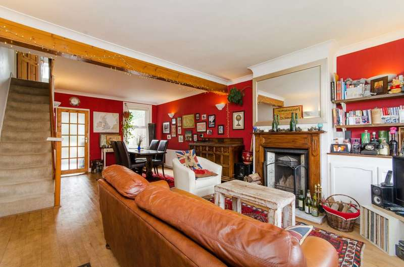 2 Bedrooms Terraced House for rent in Brunswick Crescent, Brunswick Park, N11