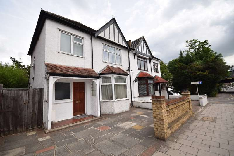 3 Bedrooms Detached House for sale in UPMINSTER ROAD, HORNCHURCH, Essex, RM11