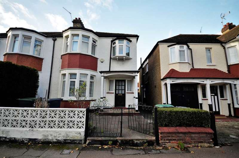 3 Bedrooms Semi Detached House for sale in Ewart Grove, London