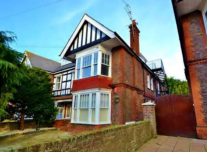2 Bedrooms Flat for sale in Shakespeare Road, Worthing, BN11