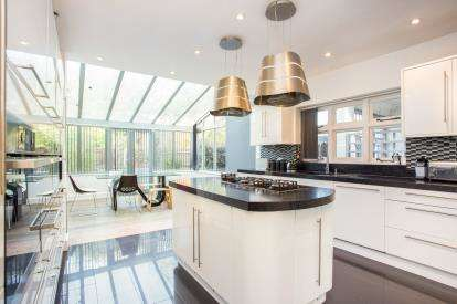 4 Bedrooms Detached House for sale in Cassiobury Park Avenue, Watford, Hertfordshire, .