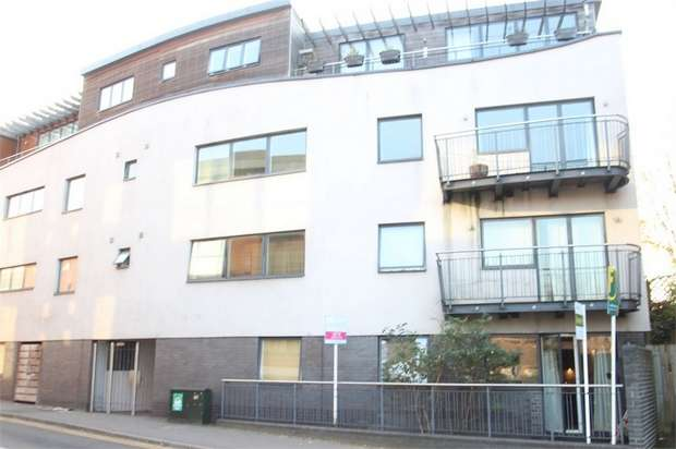 1 Bedroom Flat for sale in Metro, Walnut Tree Close, GUILDFORD, Surrey