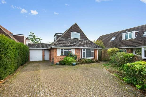 4 Bedrooms Detached Bungalow for sale in Larkhall Close, Hersham, WALTON-ON-THAMES, Surrey