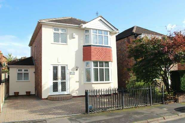 3 Bedrooms Detached House for sale in Perry Road, Timperley
