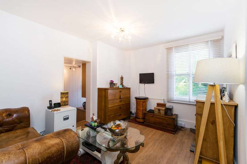 1 Bedroom Flat for sale in Buckleigh Road, Streatham Common, SW16
