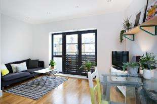2 Bedrooms Flat for sale in Horseshoe Mews, Acre Lane, London