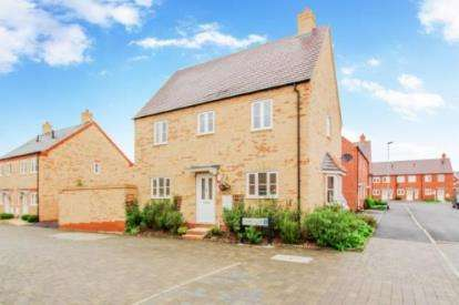 3 Bedrooms Detached House for sale in Lamb Close, Bedford, Bedfordshire