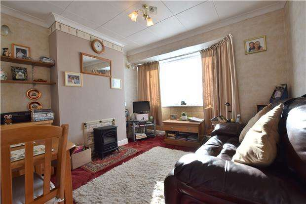 2 Bedrooms Maisonette Flat for sale in Deer Park Gardens, MITCHAM, Surrey, CR4 4DZ