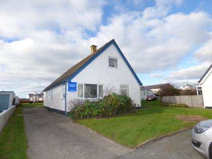 5 Bedrooms Bungalow for sale in Ger Y Mor, Rhosneigr, Anglesey, LL64