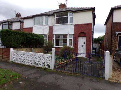 3 Bedrooms Semi Detached House for sale in Earnshaw Drive, Leyland, PR25