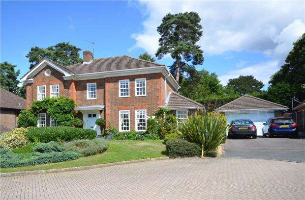 5 Bedrooms Detached House for sale in Fairway Heights, Camberley, Surrey