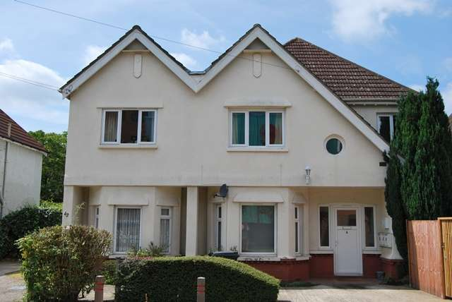 Studio Flat for rent in Southern Road, Camberley, Surrey, GU15 3QL