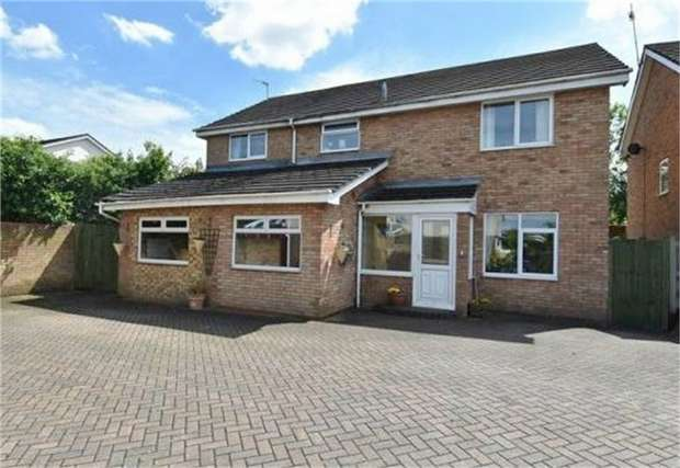 5 Bedrooms Detached House for sale in Arkle Road, Droitwich, Worcestershire