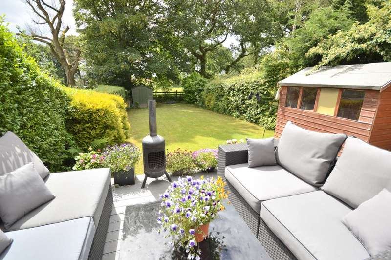 3 Bedrooms Semi Detached House for sale in BRIDLE ROAD, Woodford