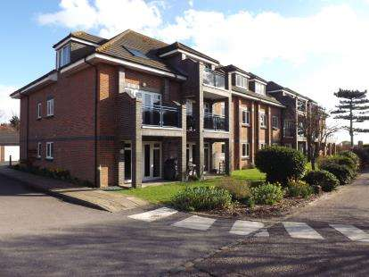1 Bedroom Retirement Property for sale in 354 Sea Front, Hayling Island, Hampshire
