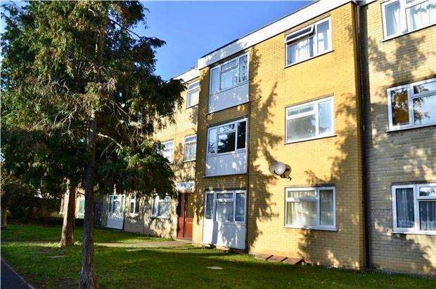 1 Bedroom Flat for sale in York Court, Ross Road, WALLINGTON, SM6 8QN