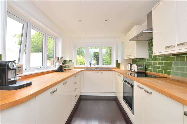 3 Bedrooms Terraced House for sale in Charlton Lane, CHELTENHAM, Gloucestershire, GL53 9DY