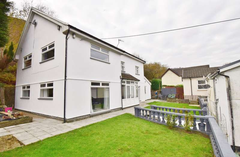 4 Bedrooms Detached House for sale in Edwards Row, Deri, BARGOED, CF81
