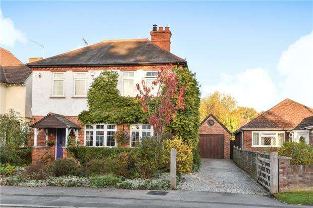 3 Bedrooms Detached House for sale in Pinewood Avenue, Crowthorne, Berkshire
