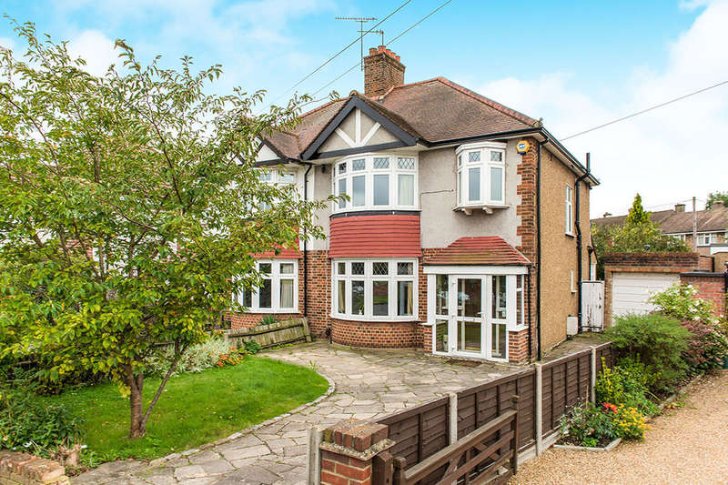 3 Bedrooms Semi Detached House for sale in Warren Drive South, Surbiton, KT5