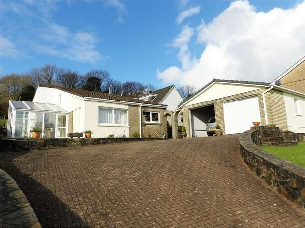 4 Bedrooms Detached Bungalow for sale in Heol Y Nant, Llannon, Llanelli, Carmarthenshire