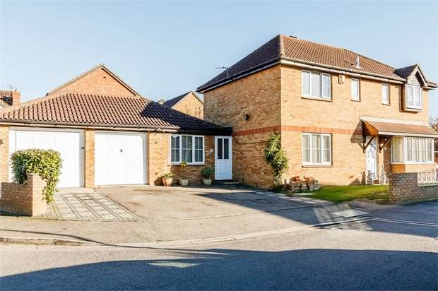 4 Bedrooms Detached House for sale in Chaucer Drive, Biggleswade, Bedfordshire