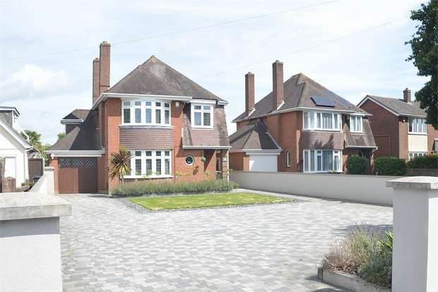 3 Bedrooms Detached House for sale in Castle Lane West, Bournemouth, Dorset