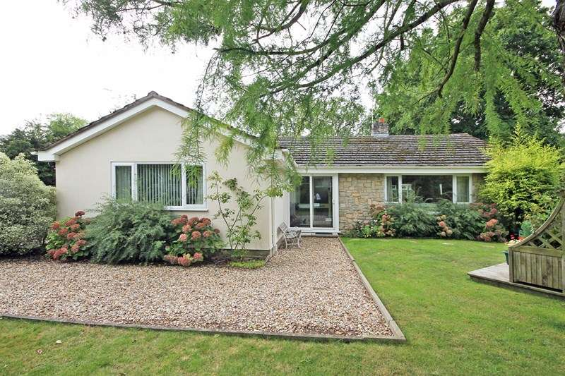 3 Bedrooms Detached Bungalow for sale in Cuckoo Hill Way, Bransgore, Christchurch