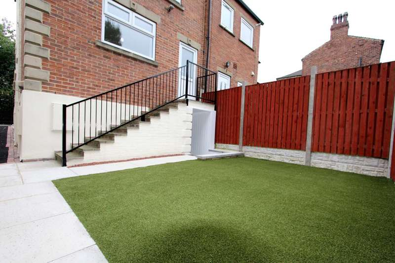 4 Bedrooms End Of Terrace House for sale in Huddersfield Road, Liversedge