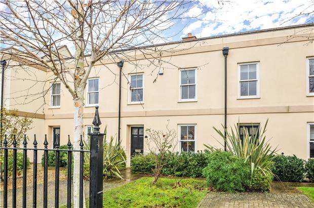 3 Bedrooms Terraced House for sale in Moorend Road, CHELTENHAM, Gloucestershire, GL53 0EU