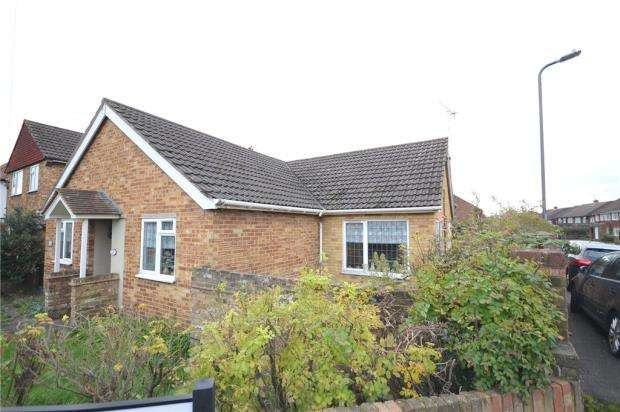 3 Bedrooms Detached Bungalow for sale in Cippenham Lane, Slough