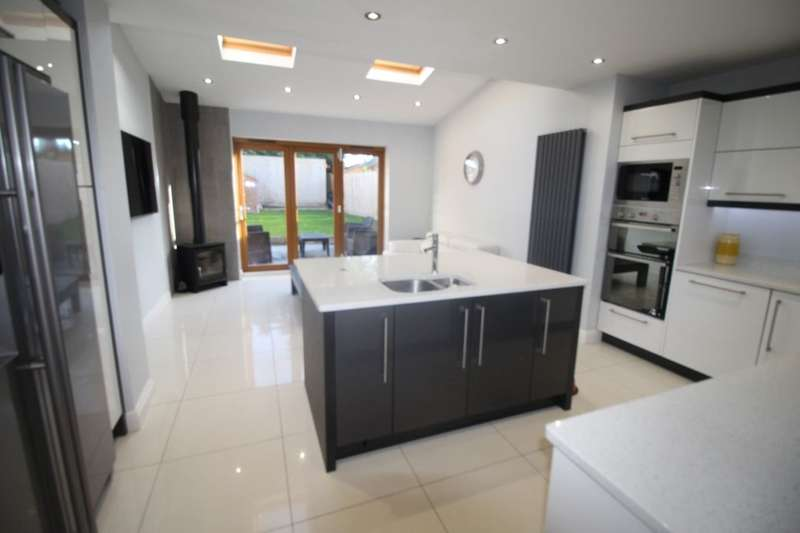 3 Bedrooms Property for sale in Endsleigh Drive, Middlesbrough, TS5